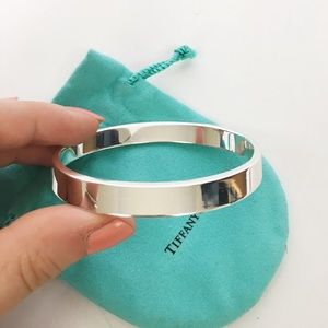 Tiffany & Co sterling silver geometric oval bangle